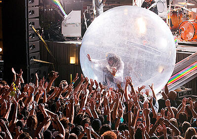 wayne_coyne_in_the_space_bubble