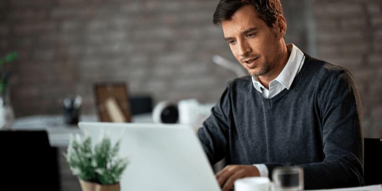 b2b-buyer-researching-providers-digital-selling